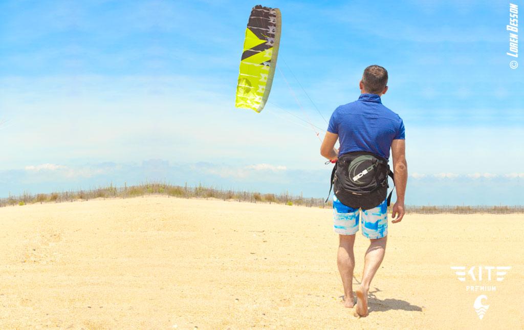 Kitesurf débutant. Apprendre le kitesurf. Initiation pilotage de l'aile.